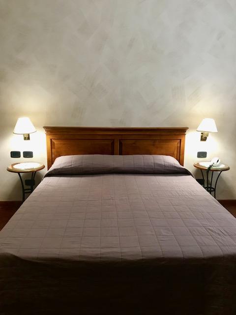 camera dell'albergo frontale